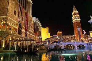 Esterno del Venetian di notte.