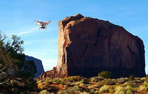 Drone in volo sulla Monument Valley