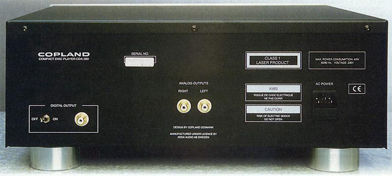 Sul retro sono presenti le uscite analogiche e quella digitale, asservita ad un interruttore. Tutte si avvalgono di terminazioni di ottima qualità.
