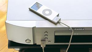 Pratico ed efficace il collegamento USB per l'iPod, che può scegliere di essere comandato via remote (sullo schermo del player appare il logo Marantz), oppure direttamente dal suo pannello.