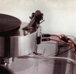 Particolare del braccio di lettura e del blocchetto con i connettori d'uscita.
