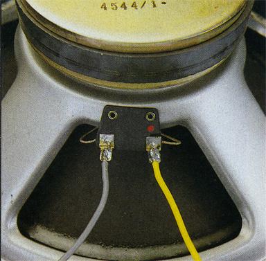 A destra: le connes sioni degli altopar lanti ai reofori (di sezione elevata) so no saldate.