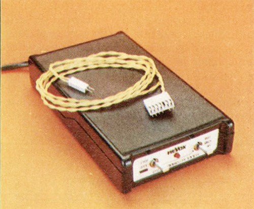 A sinistra. Il controllo ciclico; questo accessorio consente di impiegare in maniera del tutto automatica uno o più registratori, sia in riproduzione che in registrazione; in sequenza definita o in funzionamento senza fine.