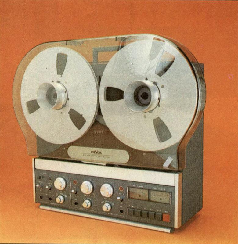 Anche con il coperchio antipolvere montato il registratore può tranquillamente essere utilizzato, senza il minimo impaccio.