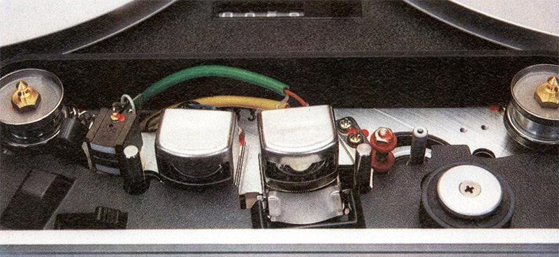 Il classico gruppo delle testine del B 77 è montato su di una base in pressofusione di zinco.