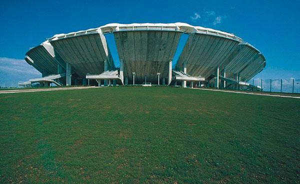 Figura 13 - Veduta esterna dello stadio di San Nicola di Bari.