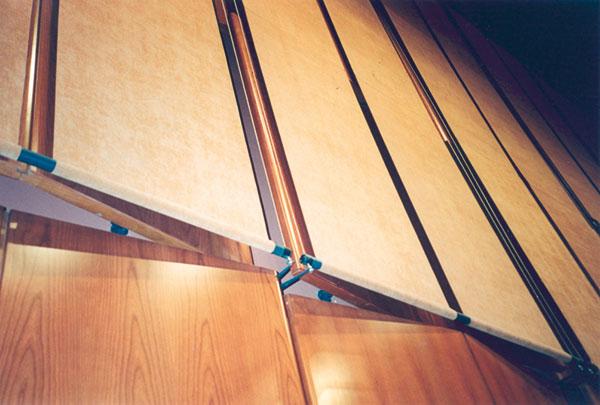 Figura 5 - Sala 700: dettaglio del meccanismo di regolazione delle tende.