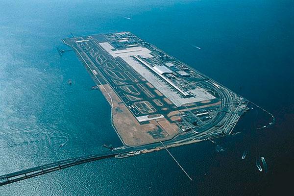 Figura 10 - Veduta complessiva dall'alto dell'isola artificiale nella baia di Osaka.