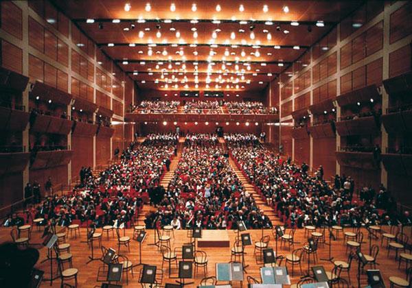 Figura 7 - Veduta della sala concerto dalle sedute poste alle spalle dell'orchestra.