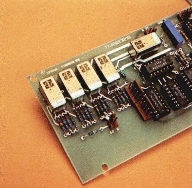L attenuatore di uscita costituito da quattro se zioni con attenuazione di 10, 20, 30 e 40 dB rispettivamente.