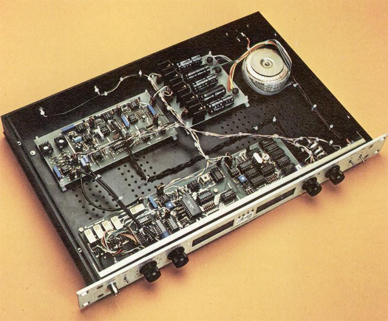 Panoramica dell'interno dell'oscillatore.