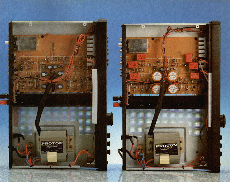 Risulta evidente la differenza, anche estetica, tra i due amplificatori, i rossi condensatori Wima predominano su tutti gli altri componenti, forse alla pari con i grossi elettrolitici di filtro, la modifica ha messo sicuramente più colore nel Proton modificato!