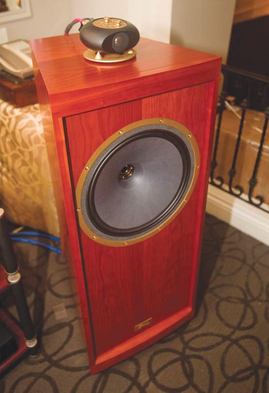 Figura 12 - Ancora in servizio dopo molti anni tra gli appassionati audiofili giapponesi il supertweeter Tannoy ST200 cui viene affidata la banda ultrasonica (in questo caso è abbinato ad un diffusore Tannoy Glenair).
