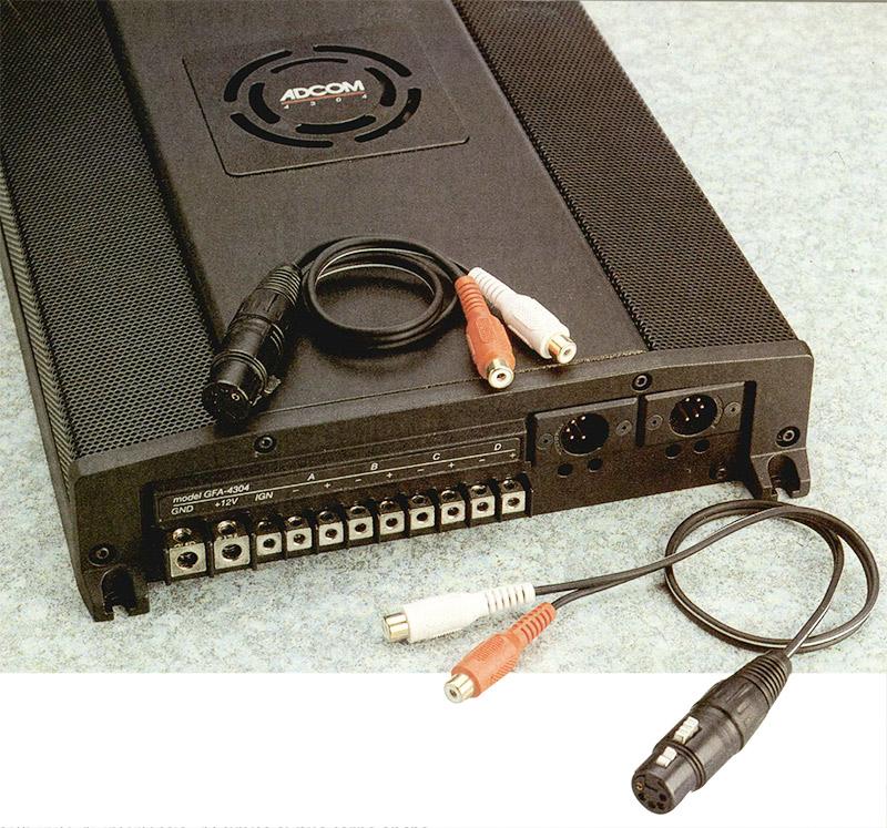 Il 4304 dispone unicamente di prese di ingresso XLR. In dotazione sono forniti gli appositi adattatori, per il pilotaggio tramite sorgenti con uscite RCA.