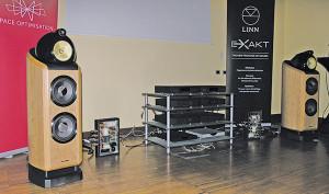 """Oltre al supporto Exaktbox dedicato il modello Bower & Wilkins 802  Diamond, Linn ha sviluppato il sistema """"SPACE Optimization"""", per  correggere i difetti acustici dovuti della collocazione dei diffusori in ambiente."""