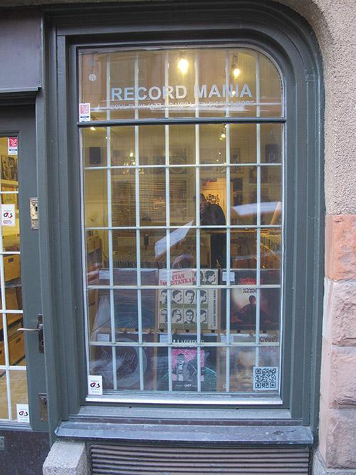 Le vetrine di Record Mania Store Rare Vinyl LPs Jazz Soul, piccolo bijou infarcito di rarità a due passi dalla panoramica Mosebacke.