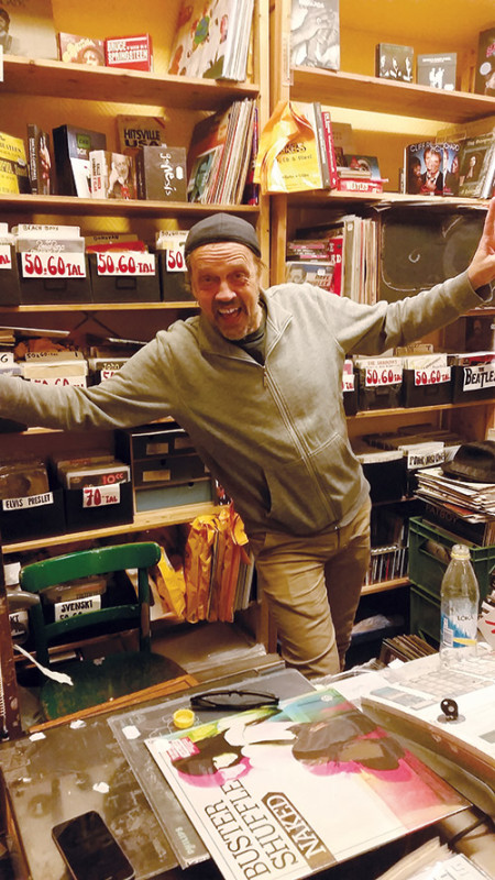 Micke è già pronto ad accogliervi da Mickes series CD & Vinyl a braccia aperte!