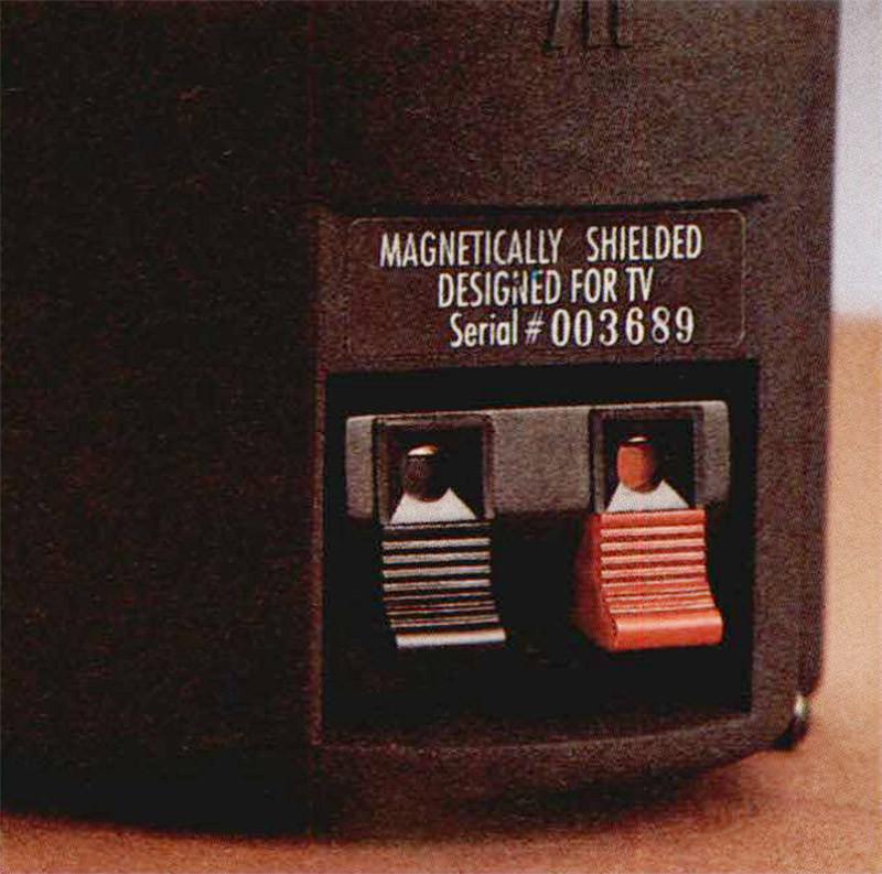/ morsetti di ingresso del segnale sono a molla e consentono la connessione rapida di cavi spellati o con terminazioni rigide.