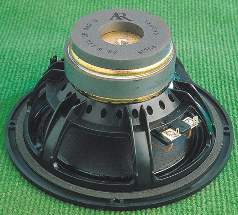 I woofer hanno magneti schermati e cestelli in materiale sintetico.
