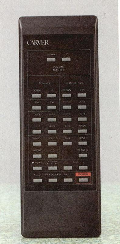 Con questo telecomando si possono gestire quasi tutte le funzionalià del pre, oltre ad altri elementi di un impianto basato su prodotti Carver.