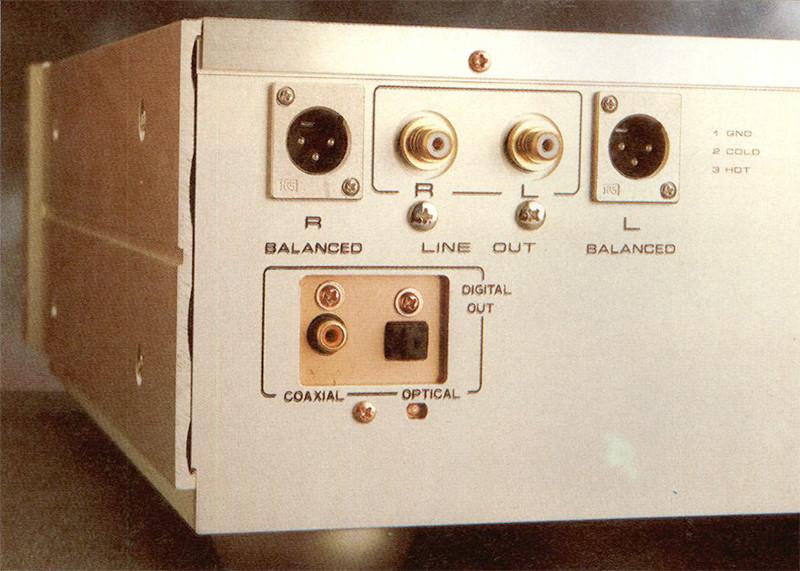 Sm! pannello posteriore sono presenti le uscite audio sbilanciate e bilanciate, impieganti connettori di eccellente fattura, e quelle relative al formato digitale.