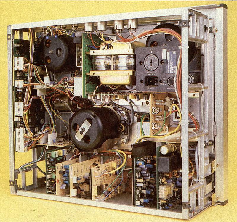 Revox PR99. L'elettronica è pressoché totalmente diversa da quella del B77.