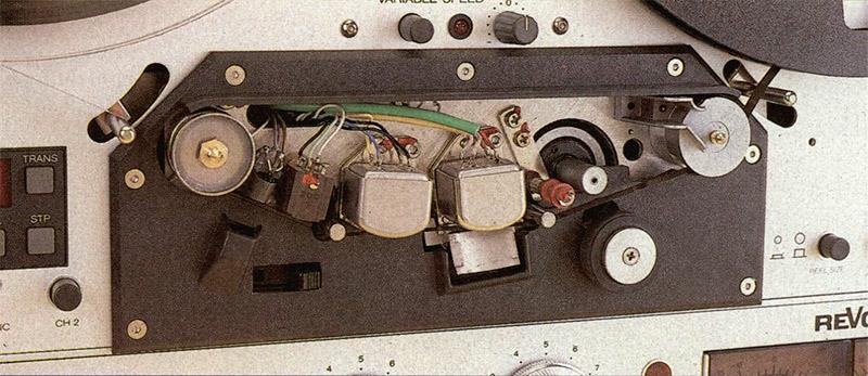 Gruppo testine del PR99. La principale differenza con quello del B77 è rappresentata dal sen sore a puleggia metrica incorporata nella guida nastro di destra ed utilizzata dall'autolocator.