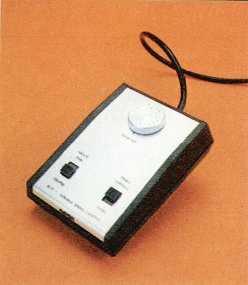 In alto a sinistra. Il variatore esterno della velocità: con questo accessorio è possibile variare la velocità del nastro di una quantità corrispondente a +7 semitoni.