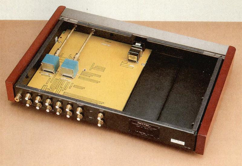All'interno del pre passivo RHC-10 fa bella mostra di sé il bellissimo potenziometro a film plastico da 10 kohm, vero e proprio «cuore» dell'apparecchio.