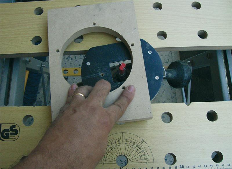Preparazione dei pannelli interni preposti a sostenere gli altoparlanti, i condotti e quant'altro necessiti al progetto.