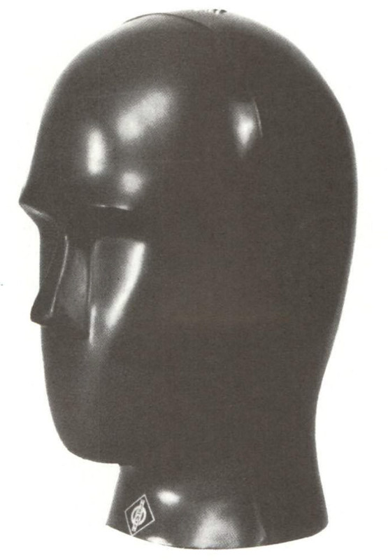 Microfono stereofonico a testa artificiale Neumann KU 8li. 1 microfoni sono alloggiati all'interno dei padiglioni auricolari.